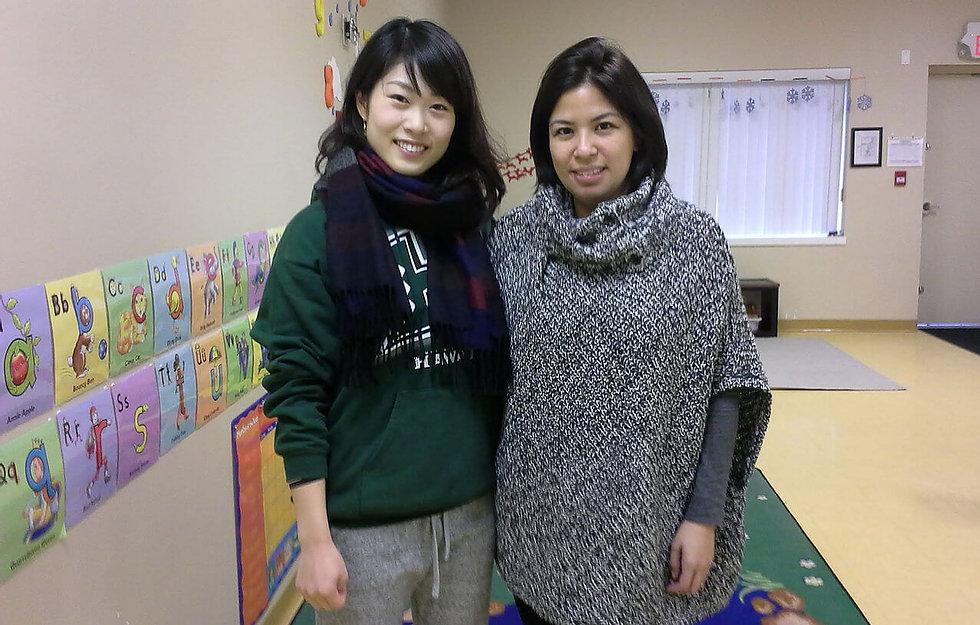 カナダの保育園でボランティアの生徒さん