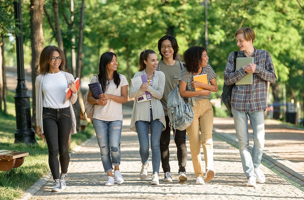 大学生たち、留学視察
