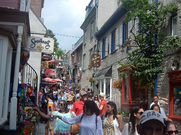 Visite à pied du Vieux-Quebec - rue du petit champlain -  Unique Quebec Tours - tours pour groupes