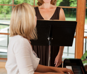 How to choose the right singing teacher?