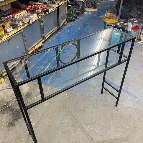 שולחן פנים - ברזל וזכוכית