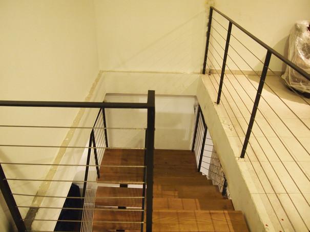 מהלך מדרגות ומעקה