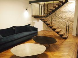 מדרגות ומעקה בשילוב ברזל ועץ