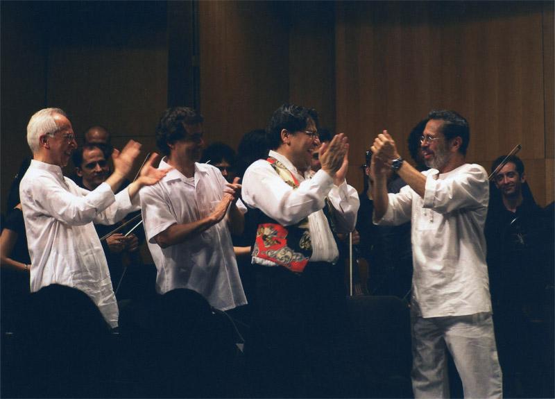 Applauding Leo Brouwer Cordoba 2004