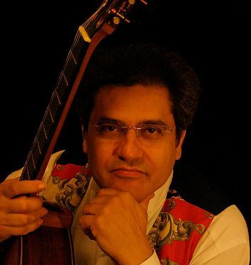 Costas Cotsiolis classical guitarist