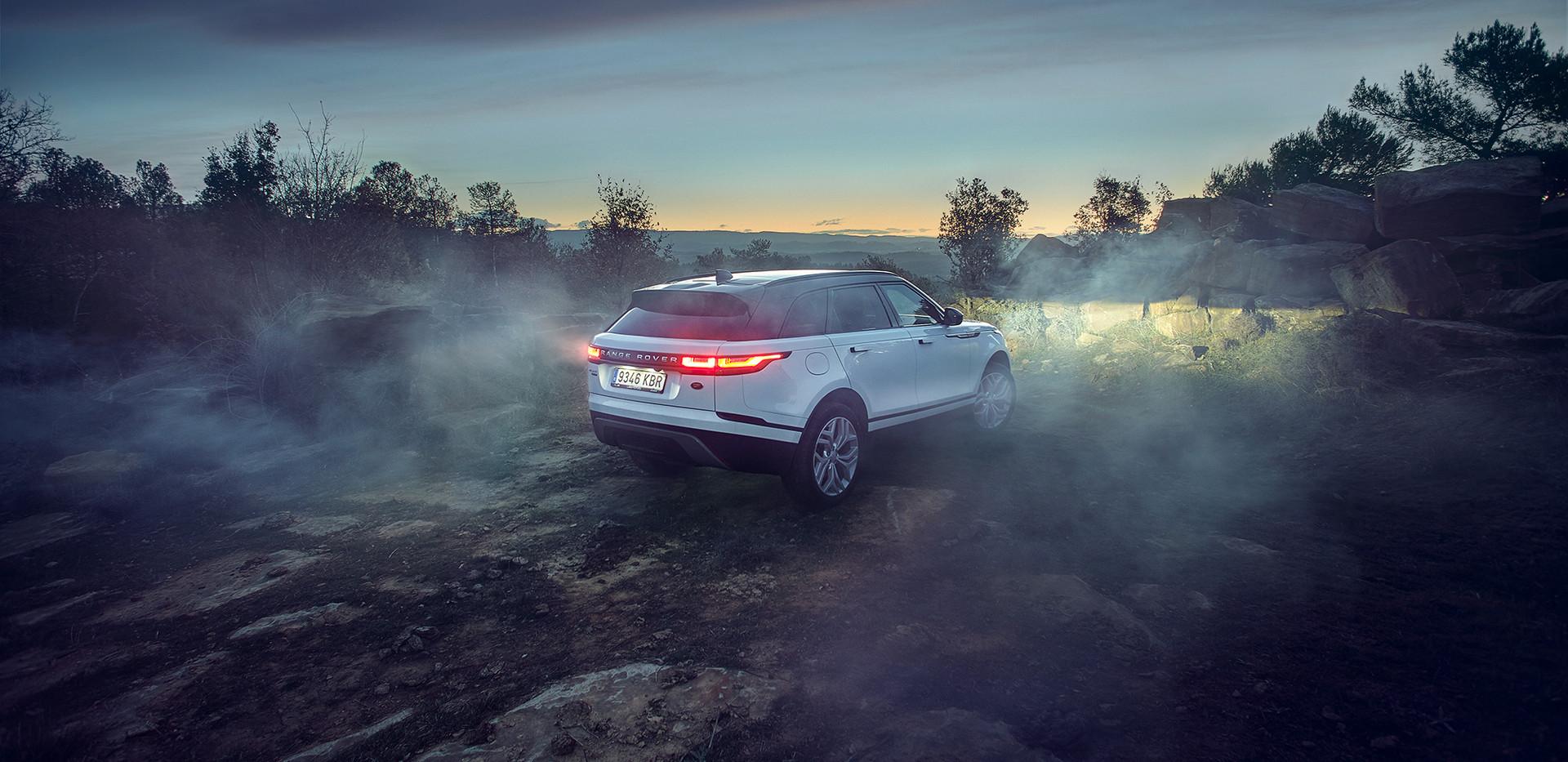 2018_Land_Rover_Velar_0570_06.jpg