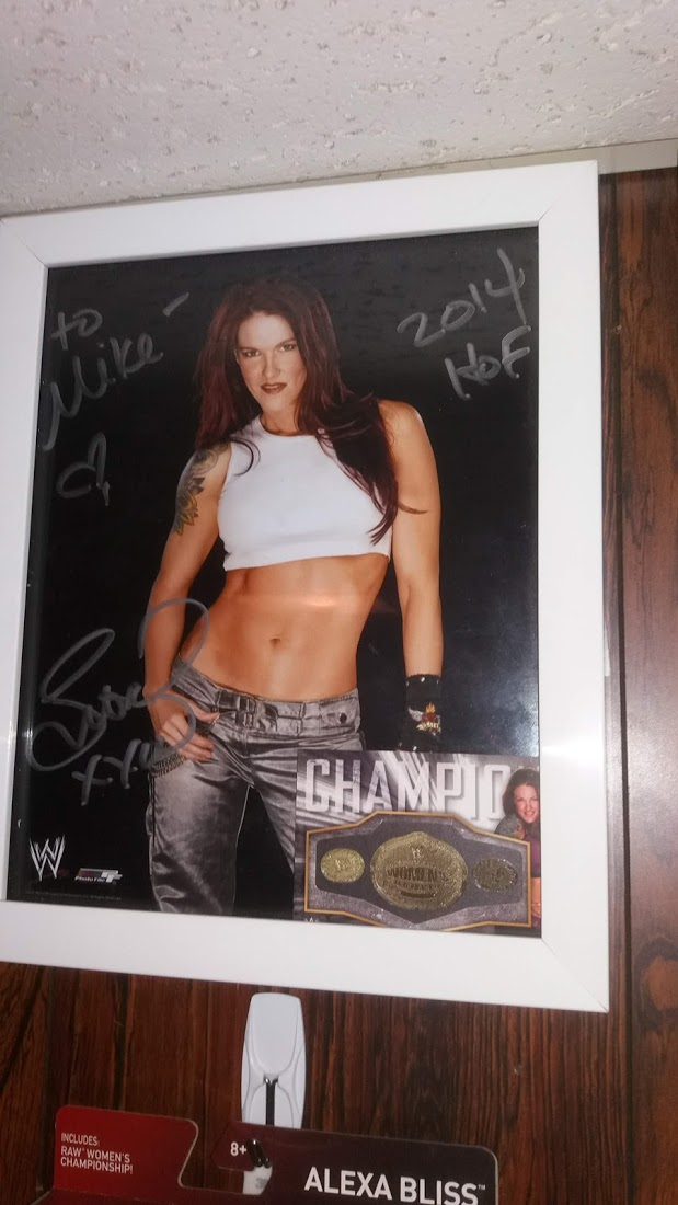Lita signed photo & belt card