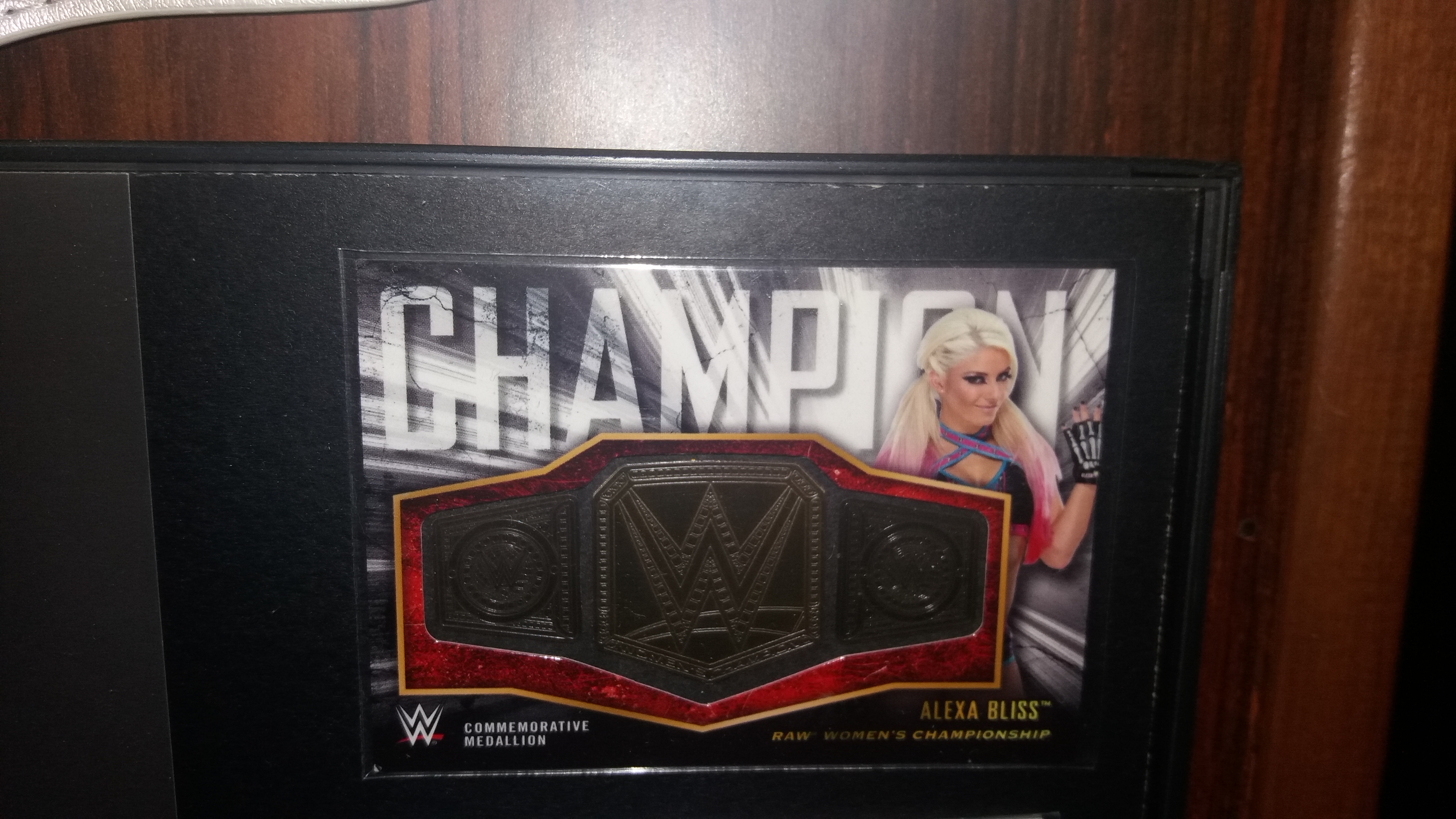Topps Commemorativ Raw Women's Title