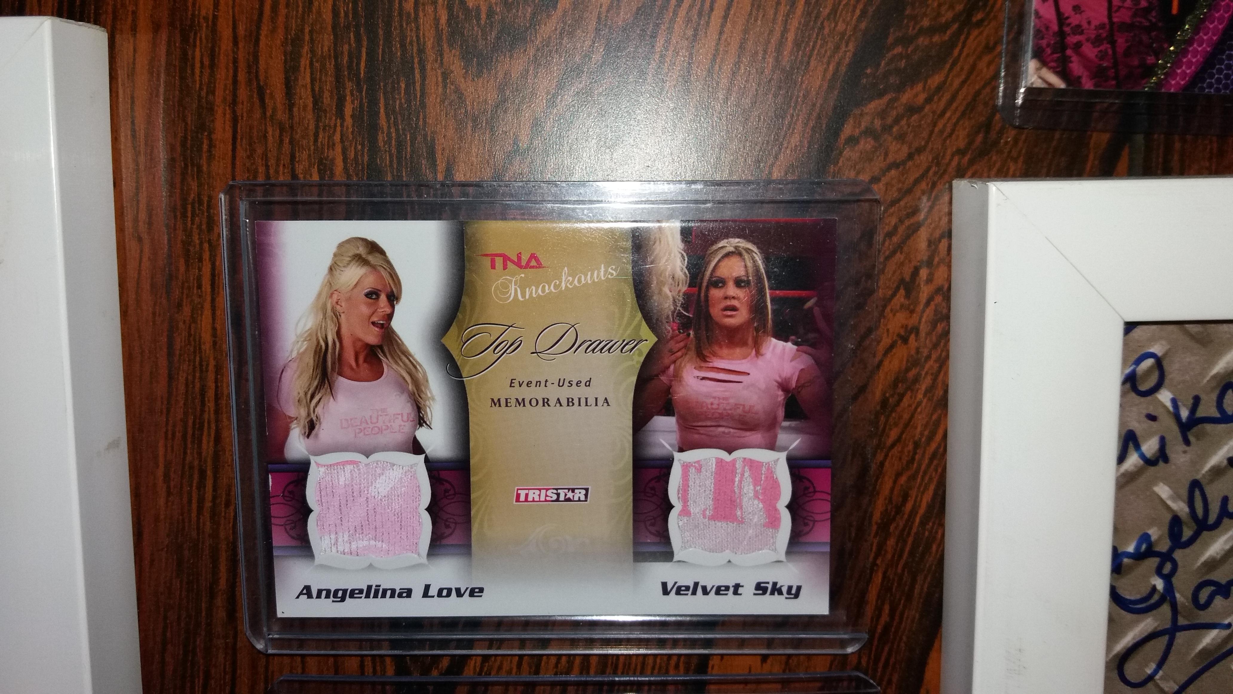 Beautiful People Memorabila Card
