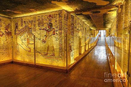 1-walkway-inside-the-tomb-of-ramses-iii-