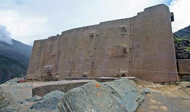 Megalithic_stones_Inca_ruins_at_Ollantay