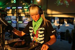Nightclub-B-style-DJ-2880x1920.jpg
