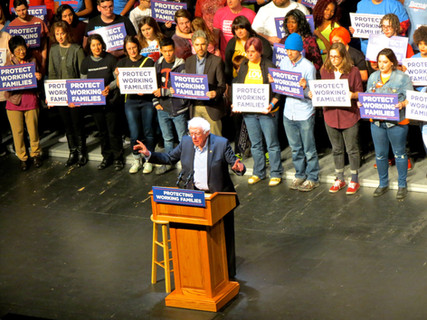 Bernie Inspires Hundreds in Reading to Keep Fighting Trump's Tax Scam!