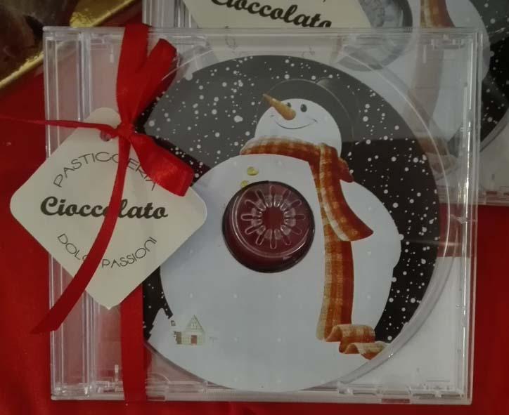 Cd di cioccolato con pupazzo neve