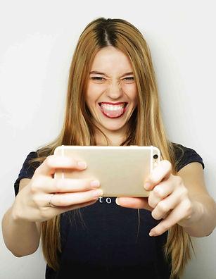 pretty-hipster-girl-smile-selfie.jpg