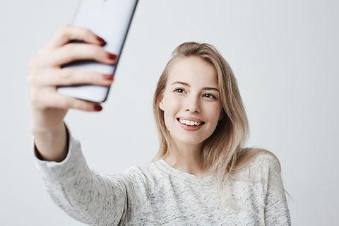 selfie-smile-how-it-works-aligners.jpg