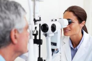Optometrist versus Refracting MDs: What's the Difference?