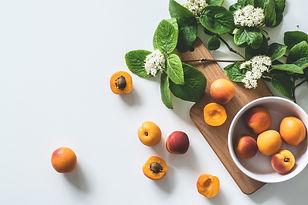 apricot-fruits-on-bowl-1028599.jpg