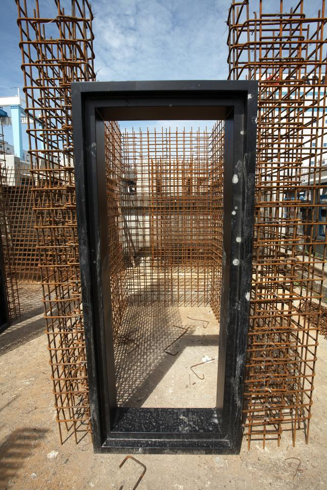 Cage With Door Fitting