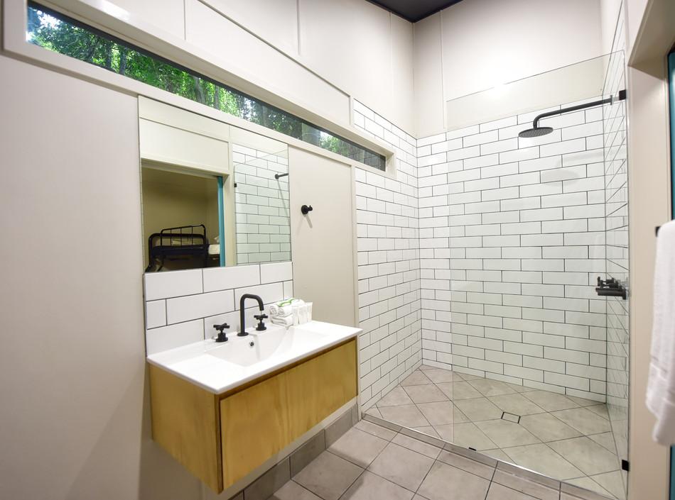 Endeavour Family Unit Bathroom