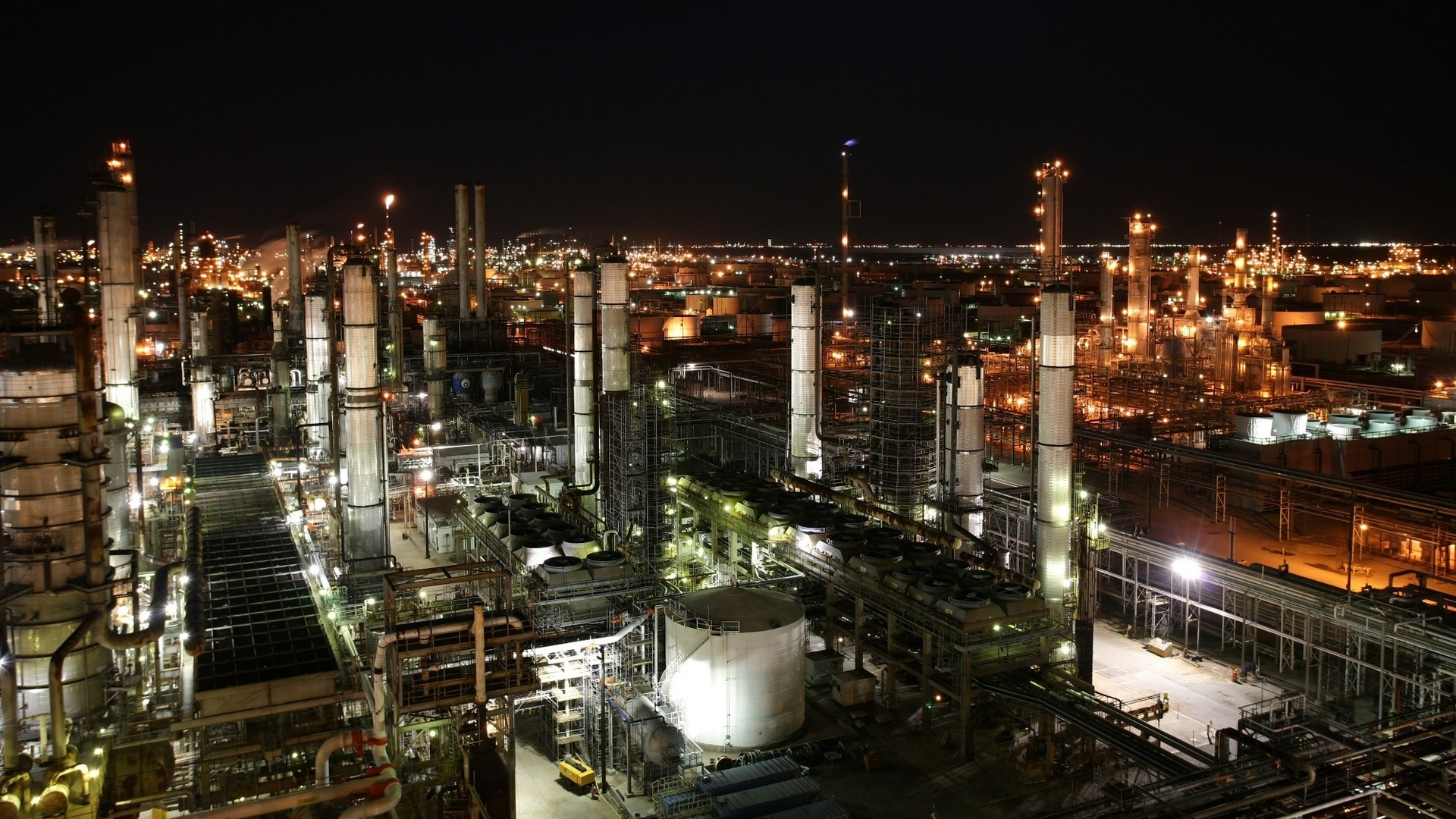 Industrial-Plants-by-Night-HD.jpg