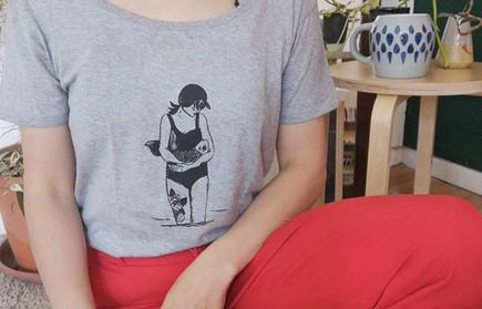 """💙""""Le Poisson et la dame""""sur gris. Et il"""