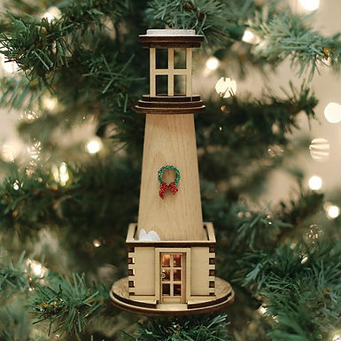 Holiday Light House  ..... Ginger Cottages Figurine / Ornament