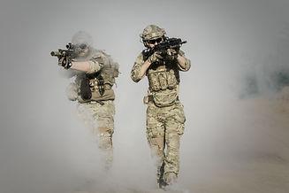 Soldados con armas