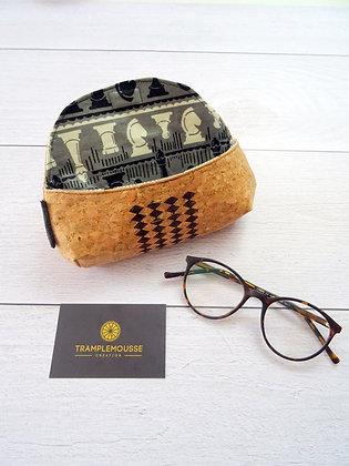 Étui à lunettes en liège motif jeu d'échec