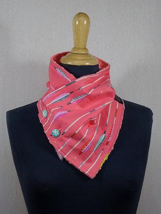 Col écharpe motif flèches