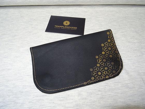 Blague à Tabac cuir noir motif japonais doré