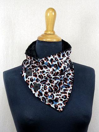 Col écharpe léopard bleu orange