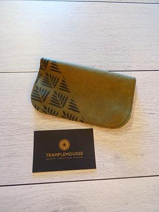 Blague à Tabac cuir olive motif feuille