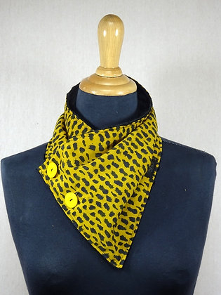 Col écharpe léopard jaune