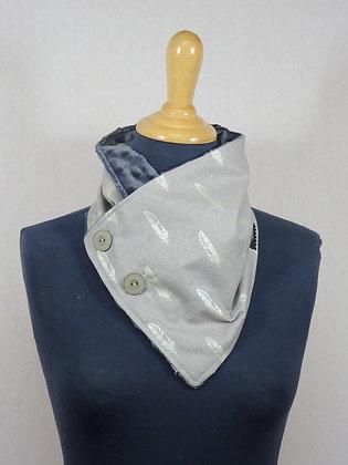 Col écharpe plumes argentées