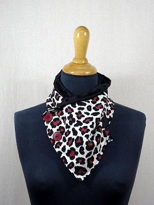 Col écharpe léopard bordeaux