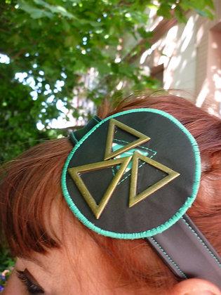 Bandeau vert triangles en métal