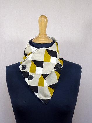 col écharpe géométrique jaune