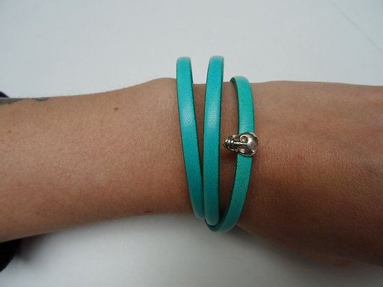 Bracelet bande de cuir vert et tête de mort