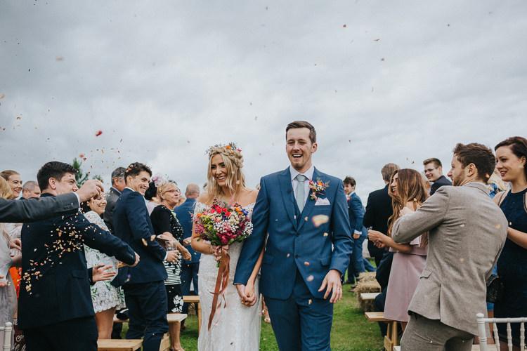 Angrove-Park-Tipi-Wedding-Yorkshire-Bloo