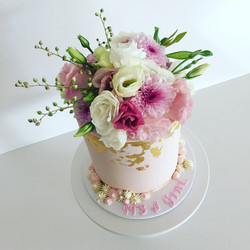 Blush w full fresh blooms