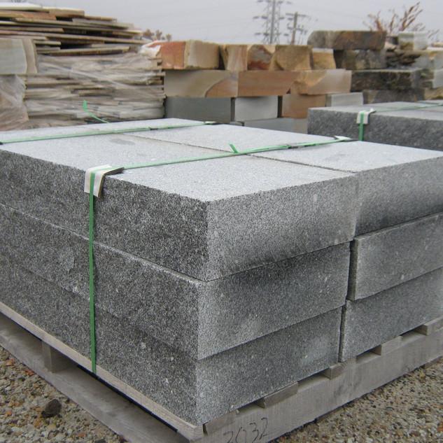 granite curbing1.JPG