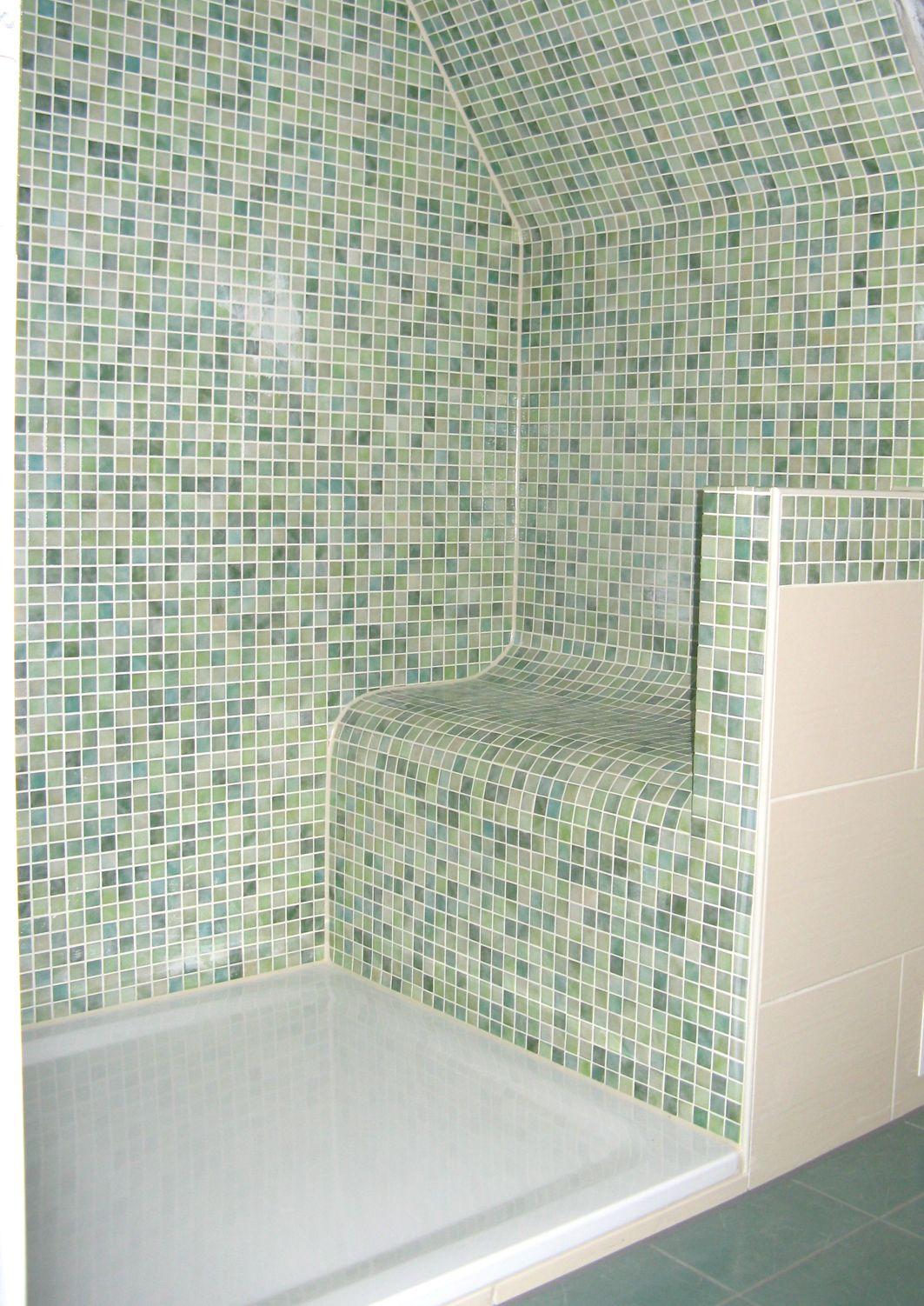 Dusche mit Sitzgelegenheit