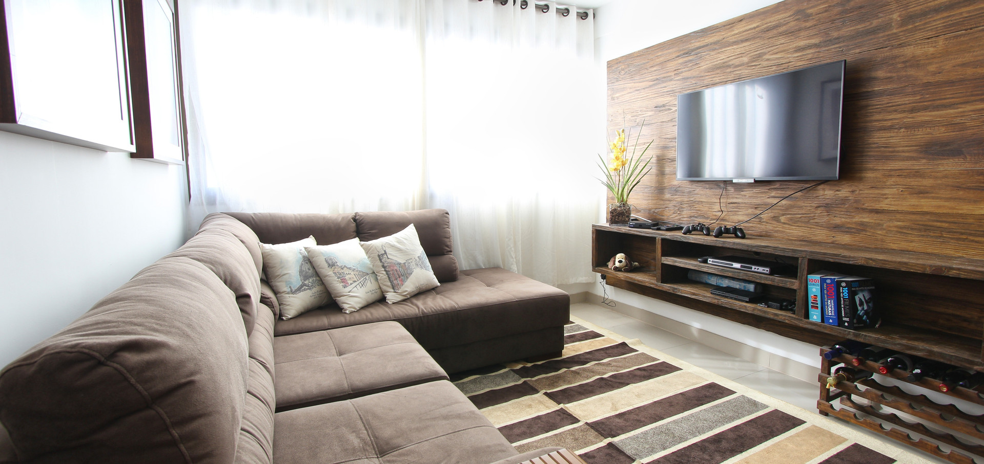 CHICCO TV UNIT  ROOM