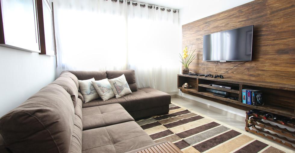 CHICCO TV UNIT  ROOM