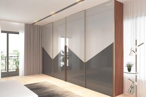 Lacquered glass wardrobe