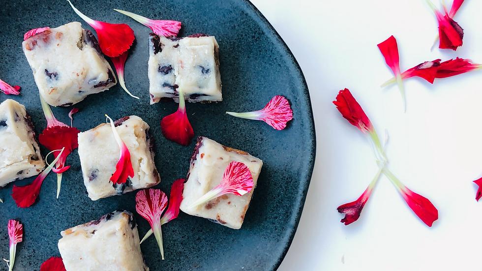 Fudge | Chocolate Branco, Amêndoas, Cranberry e Limão