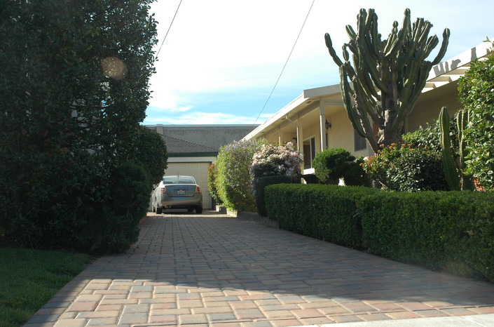 Tan Red Charcoal Cobble long driveway Ri