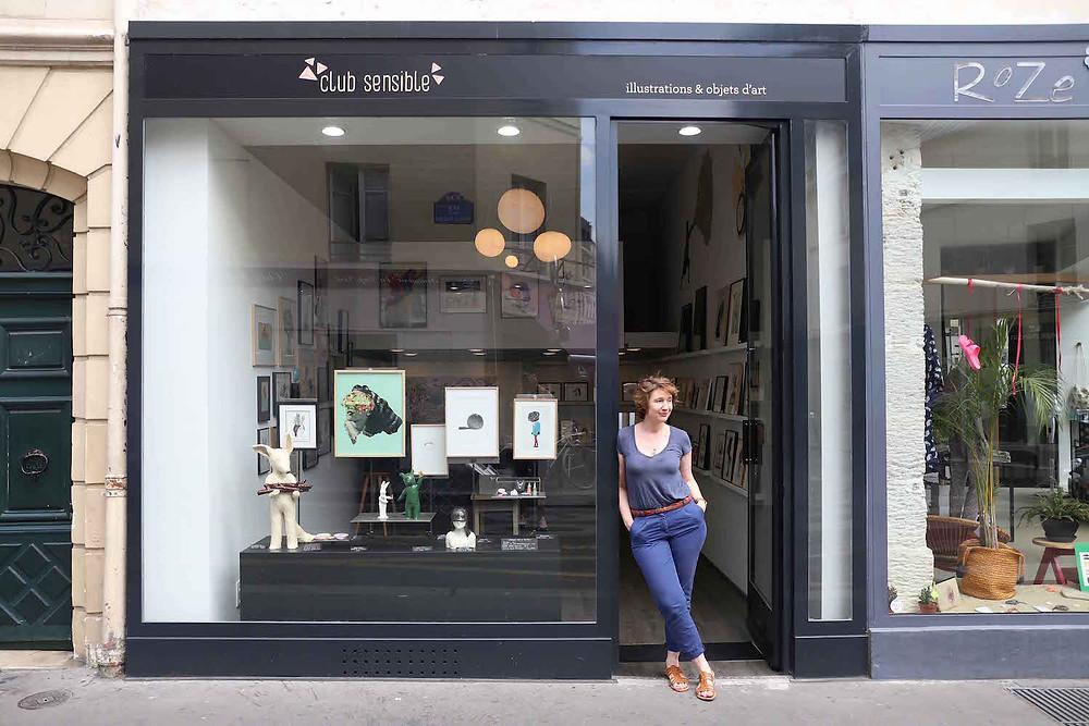 Alice Mitterand devant sa galerie Club Sensible