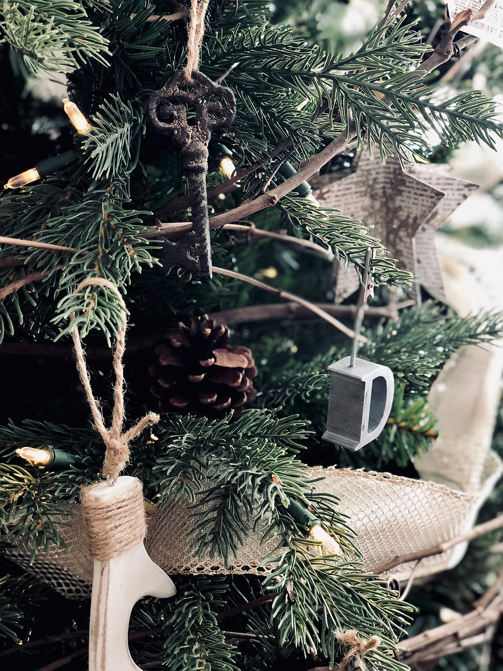 RUSTIC MODERN CHRISTMAS TREE INSPO. Love the idea of creating a Rustic Modern Christmas Tree? Or maybe thinking of creating something a little less traditional? Feathers, metals, woods and moss anything goes when mother nature is your muse. Check out LOVINGLYGRAY.com for inspo and tips.